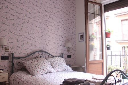 COZY ROOM IN CASCO VIEJO, BILBAO - Apartemen