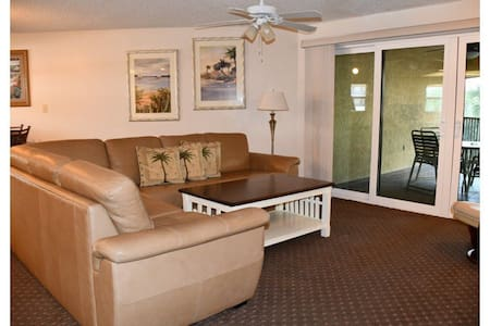 Stay in paradise! 2 bedroom unit on the beach