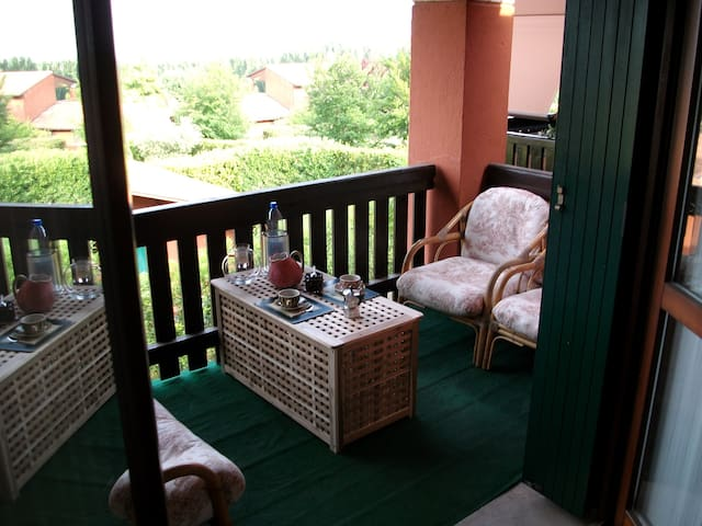 Il terrazzo con la zona relax esterna