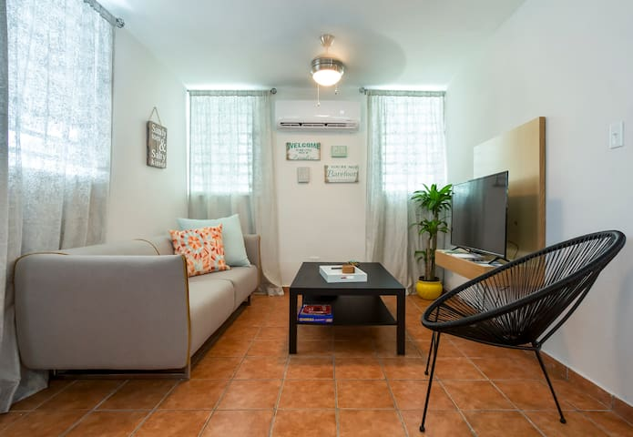 City Lifestyle near the beach Apt 1 with parking!