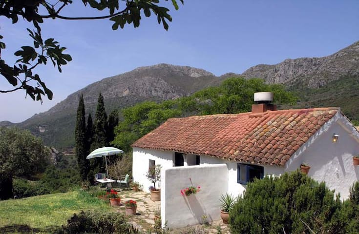 Beautiful  mountain cottage with private pool