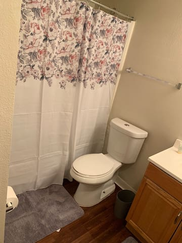 Cozy Bedroom near UNF and Town Center