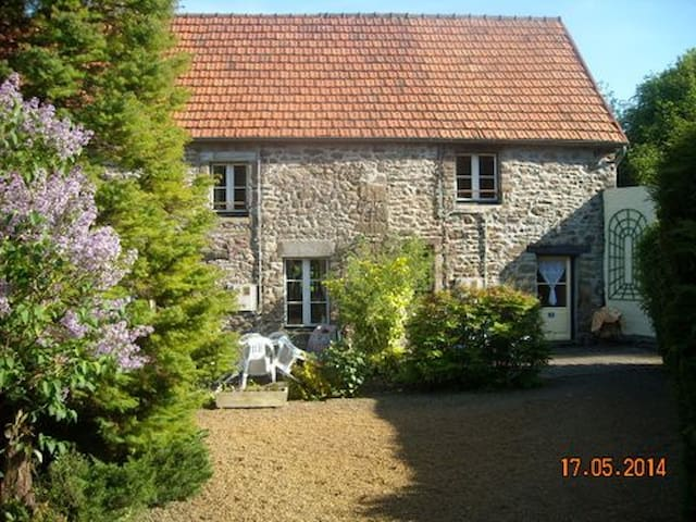 Attractively restored cottage (1) - Sourdeval-les-Bois - Casa