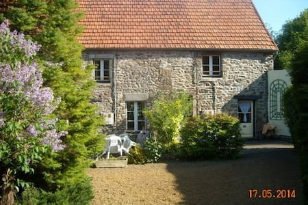 Attractively restored cottage (1) - Sourdeval-les-Bois - Ház