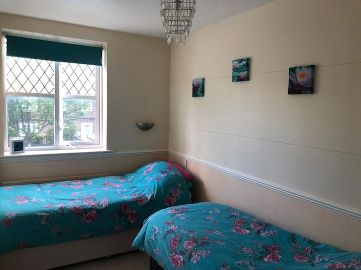 2 Single Beds, Twin Room, Camden Town, London