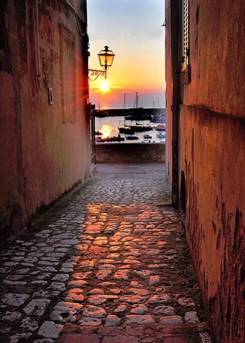 la bellezza del tramonto visto dal centro storico