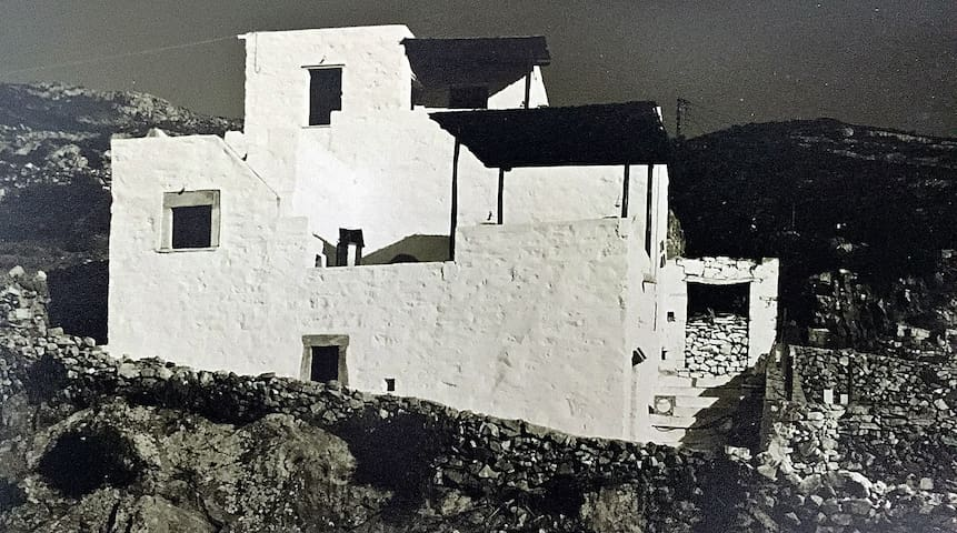 restored traditional white village house in Naxos - Filoti