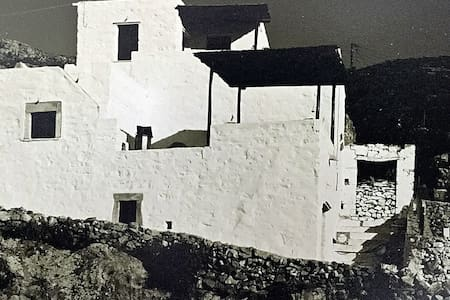 restored traditional white village house in Naxos - Filoti - House