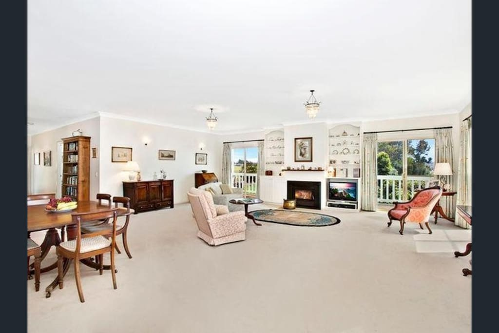 Spacious and luxurious living-room!