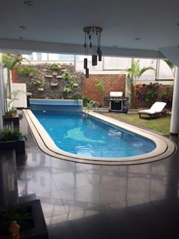 Acogedora casa con piscina y 4 amplios dormitorios - อาเรกีปา - บ้าน