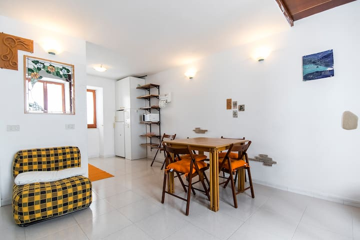 Town centre cosy and cute apartment - Carloforte - Huis