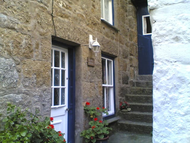 Character cottage in Mousehole 50 yards from beach - Mousehole - Dom