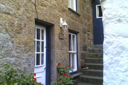 Character cottage in Mousehole 50 yards from beach - Mousehole - Talo