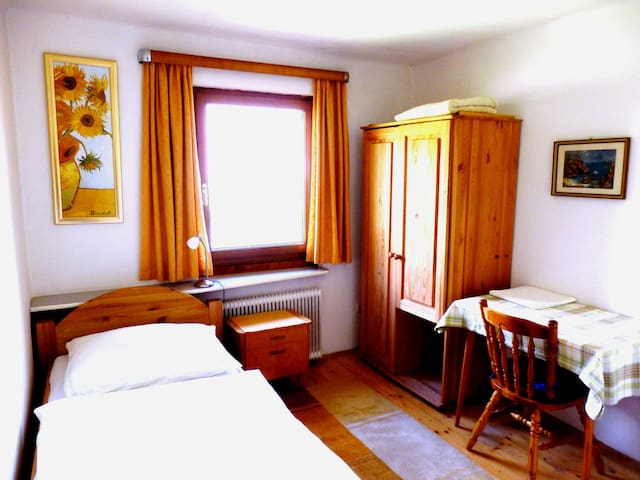 Haus Steinwidder - Room Nr. 1 - Breakfast Included - Bed