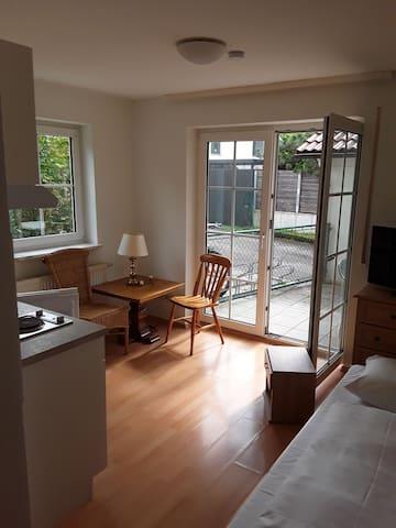 Kleines Einzelzimmer und kleine Terrasse