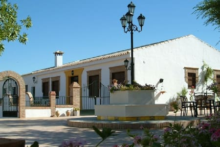 Rustic house with swimming pool, beautifully situated in Priego de Còrdoba