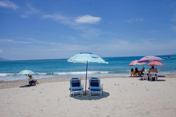 2-3 MINUTES WALKIN PROPERTY FROM BEACH N BOARDWALK