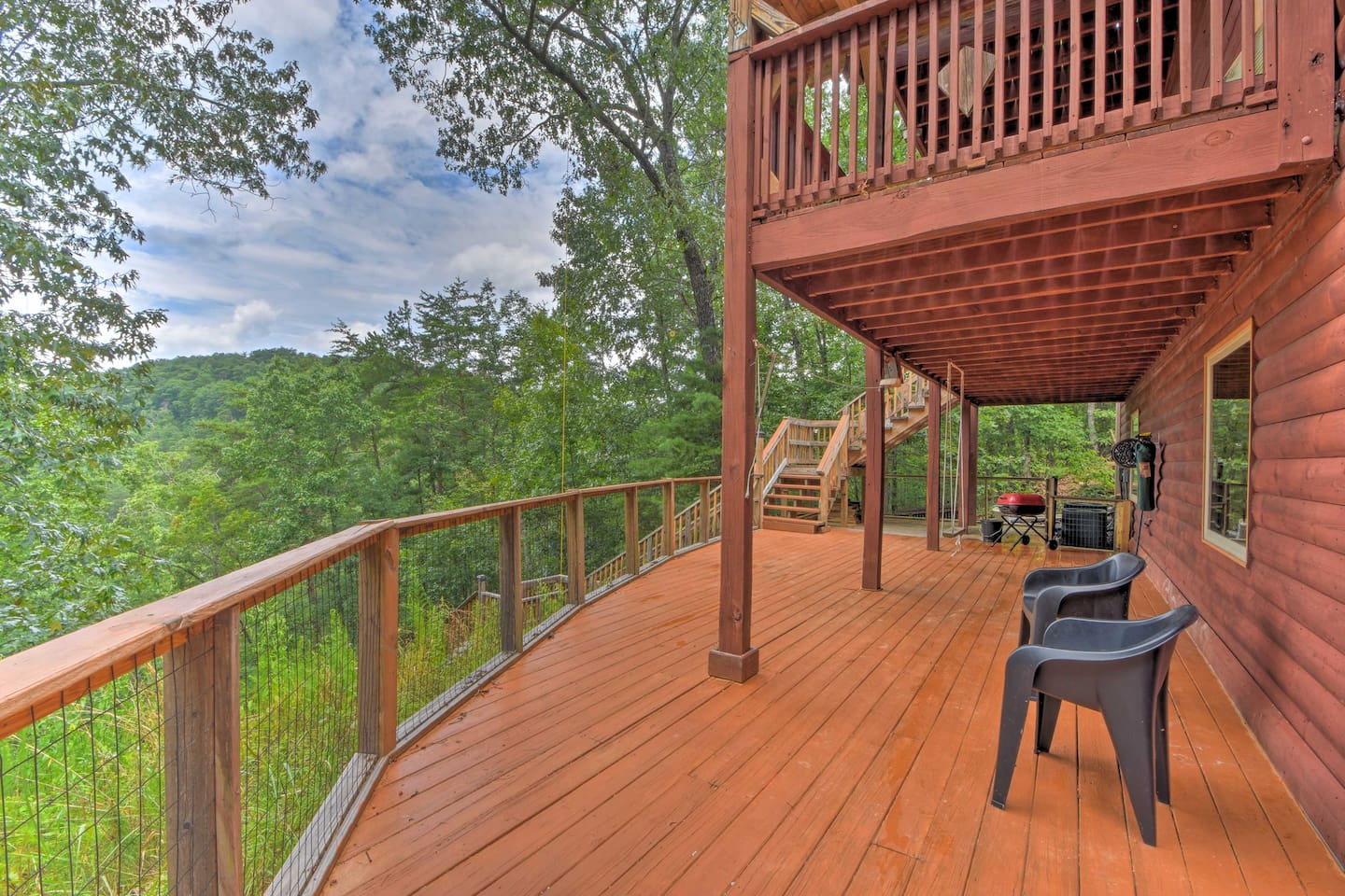 Have a relaxing Georgia getaway at this charming 3 bedroom, 2.5-bath cabin.