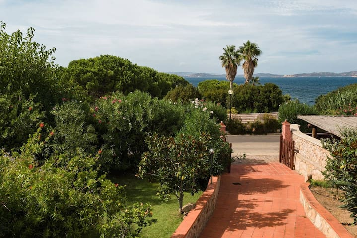 Seaview independent villa for 8 pax in Baia Sardinia - 500 mts from the beach and the centre