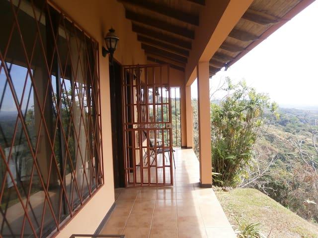 Casa Cerro Verde de Yoga Apt #2 - Alajuela - Pis