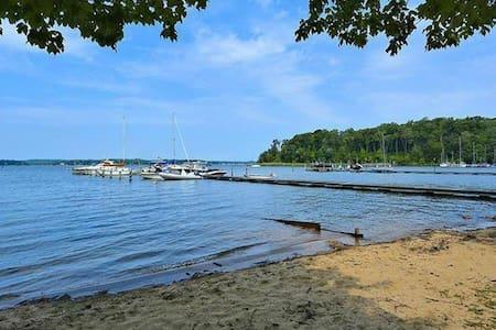 Waterfront Community Retreat near Annapolis - Severna Park - 客房