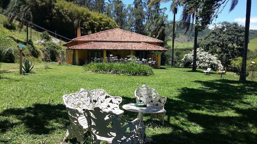 Bonito casarão de fazenda - Paraisópolis - Bed & Breakfast