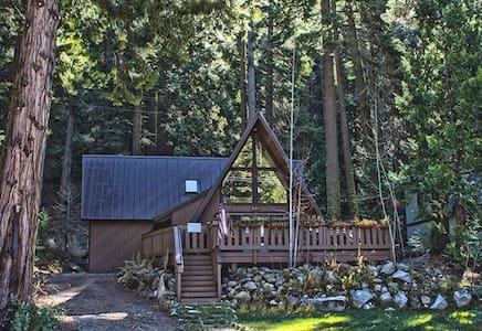 Cozy Cabin in the Strawberry Neighborhood, Hot Tub - Twin Bridges - บ้าน