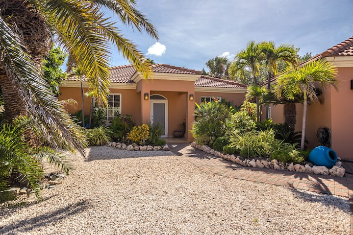Classic & Elegant 4 BR family home at Golf Course