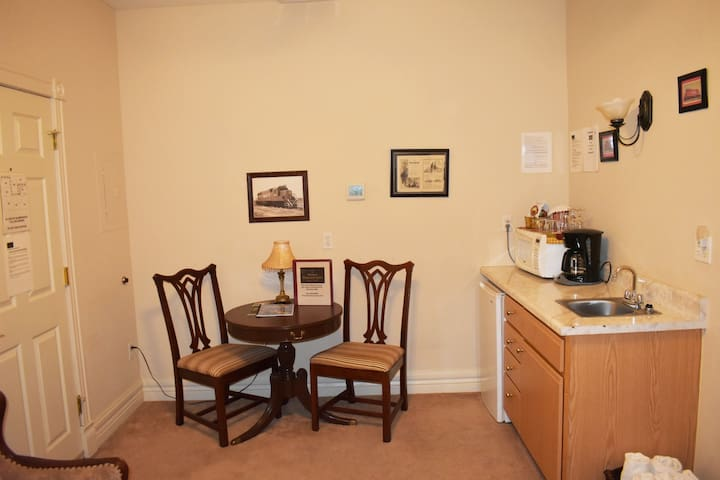 In-room, dine-in, kitchenette: microwave, mini refrigerator, coffee, coffee cups, and wine glasses.