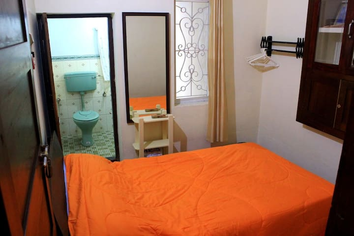 Bedroom 2 - Equipped with a double bed and a half bathroom