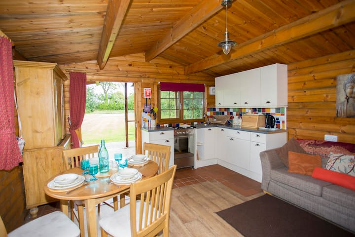 Cosy Wood Cabin near Cheddar S/C - Axbridge - Zomerhuis/Cottage