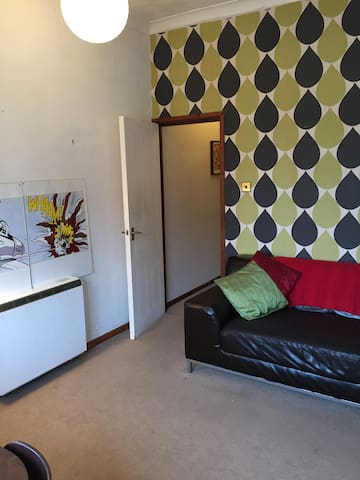 Ideally located 1 bed apartment with parking space - Cardiff