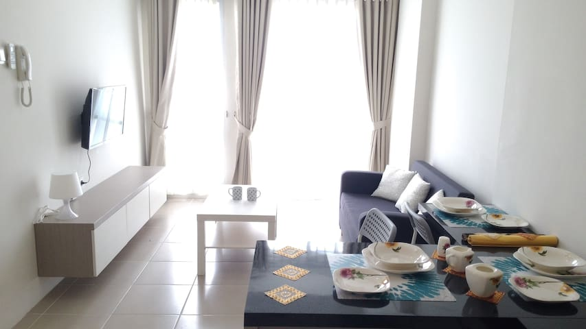 Spacious Comfy 2BR Apt w/ Pool - Near Mall & All! - Kota Tangerang Selatan - Apartment