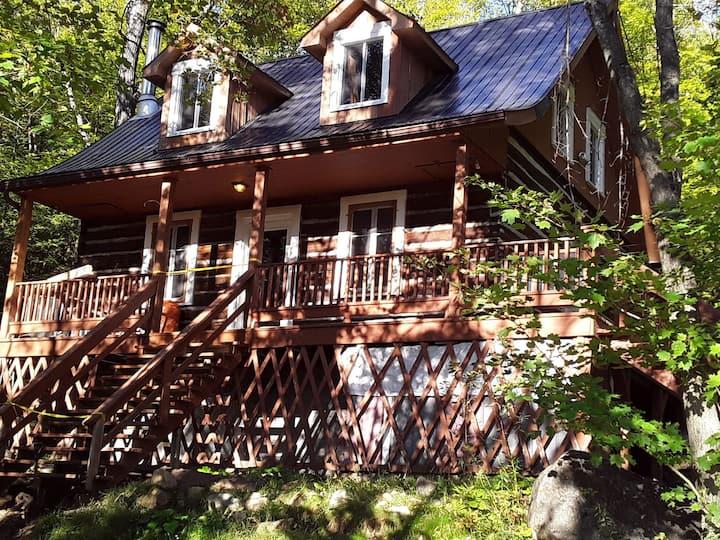 Authentique maison ancestrale / Genuine Log House