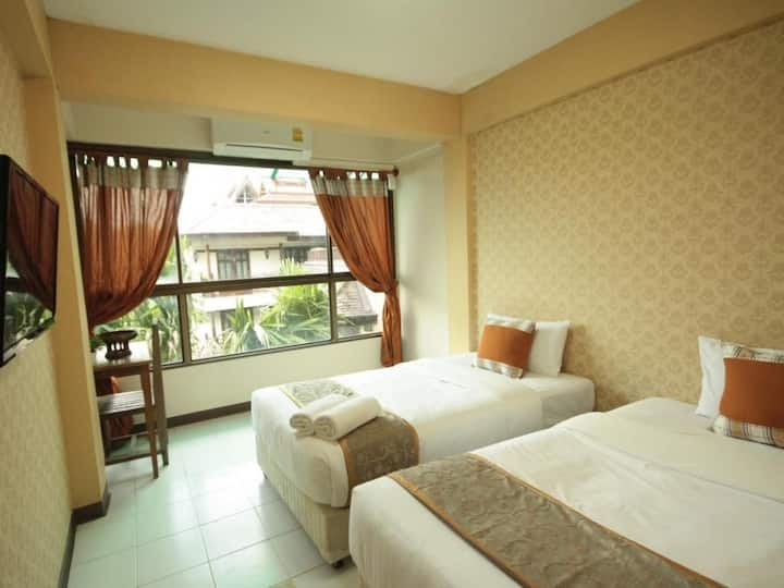 mini twin bed room with breakfast, Thaphae Rd.