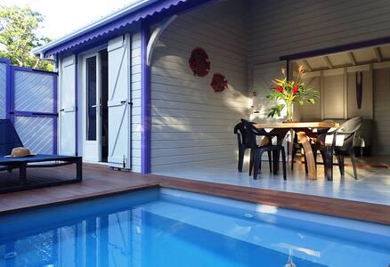 Bungalow piscine  privée à  900 m de Grande Anse