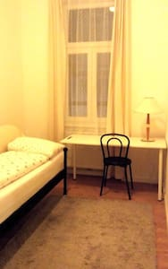 Cozy, sunny, calm room in Vienna, next to U3! - Vienne - Appartement