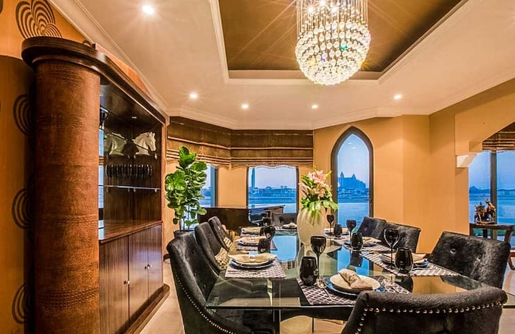 Upscale Private Villa On Palm Jumeirah Island