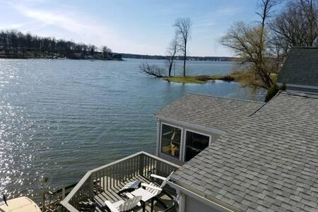 The Hideaway on Hamilton Lake