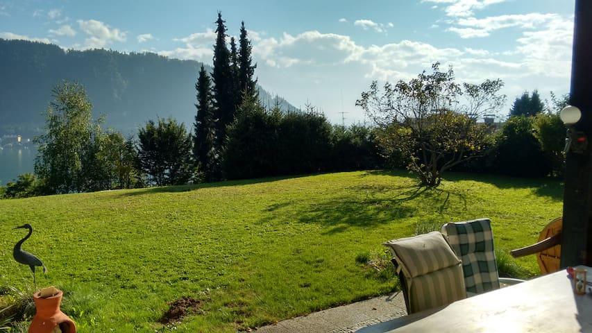 Ferienvilla mit Blick über den See