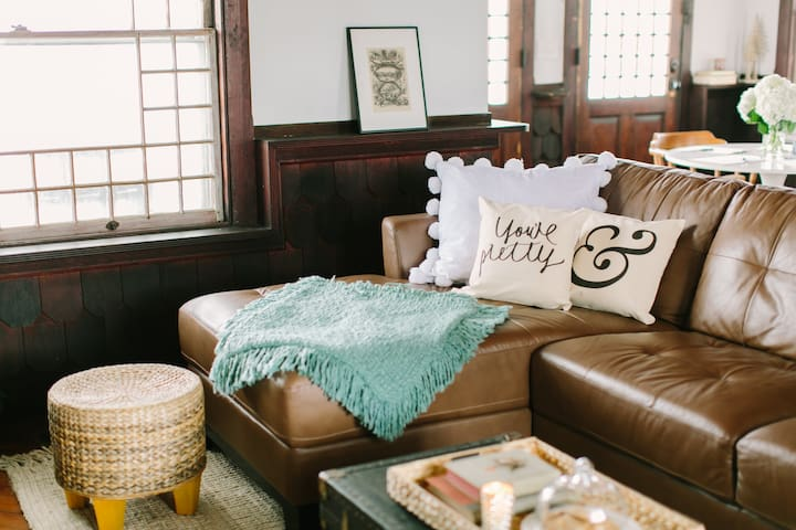 Vibrant Coastal Cottage 3 Bed/3Bath 1.5m to Beach - ロングブランチ - 一軒家