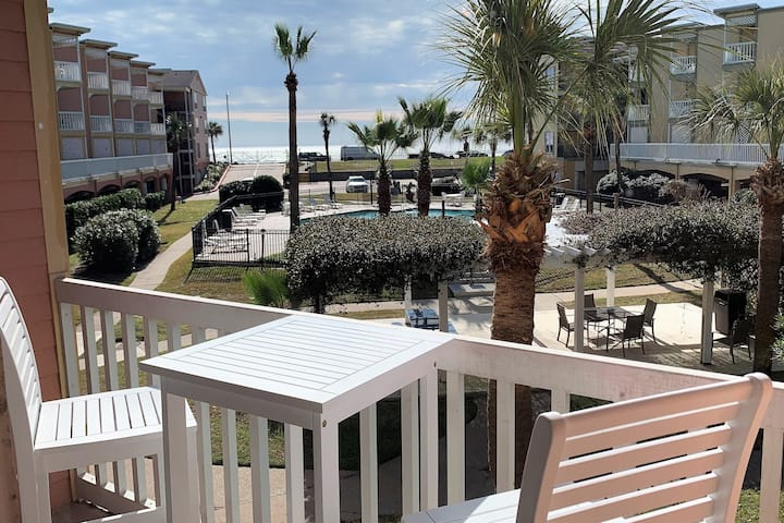 Beach Front Condo- KING BED- Newly Remodeled