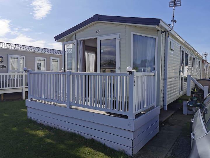6 Berth spacious caravan with amenities