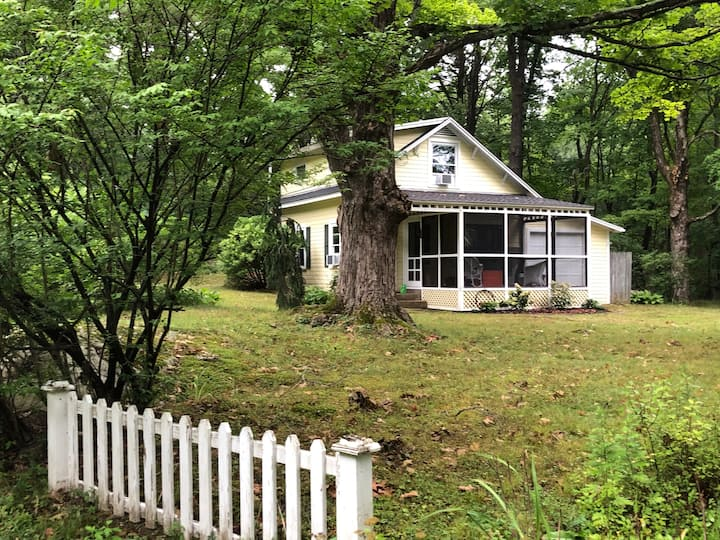 Country Cottage in Goshen
