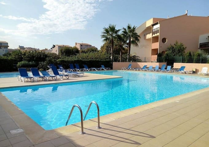APT1 PROCHE MER/CENTRE PORT piscine/wifi /parking