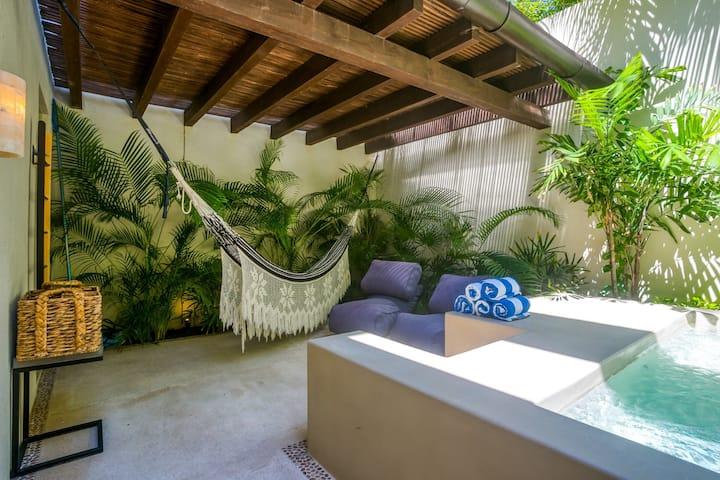 Amazing Private Pool Condo Inside The Gates