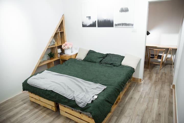62HB01 Bright, Stylish Bedroom near Hoan Kiem lake