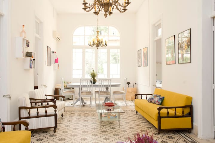 More Than A Vintage Apt - Beirut - Apartment