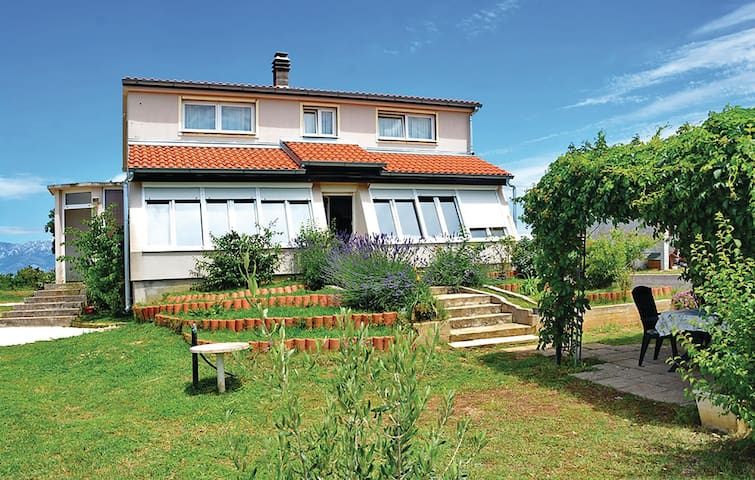 Holiday cottage with 3 bedrooms on 164 m² in Rupalj