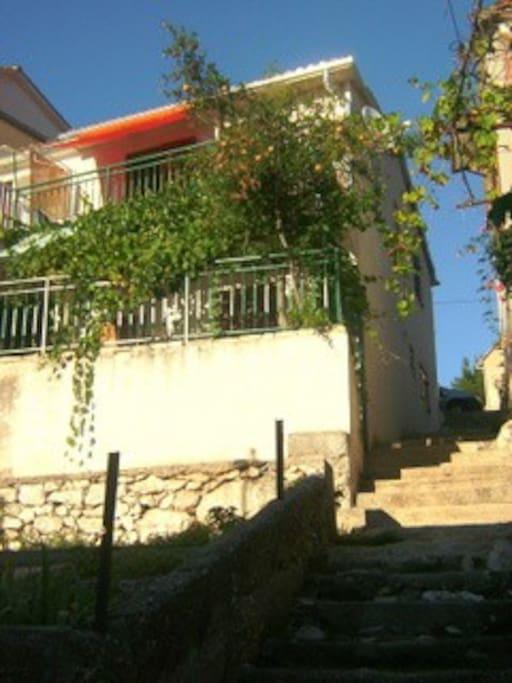 kuća gledana s mora